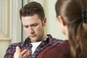 """Mannen opplever at kvinnelige terapeuter automatisk støtter konas versjon. Upartiskhet, ofte vanskelig, men et """"must""""."""